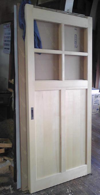 建具屋さんんと一緒に作った引き戸